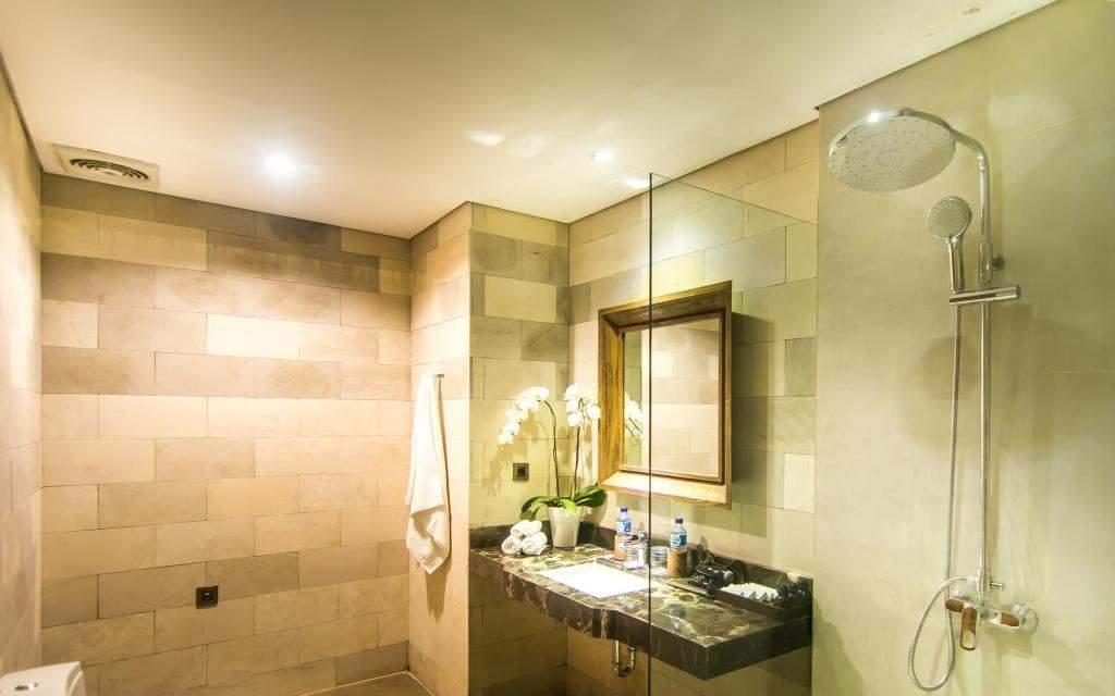 Anumana Ubud Hotel Superior Room Lagoon View Bathroom