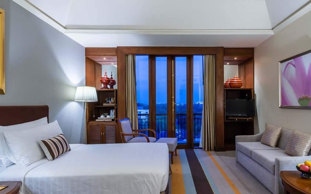 Chatrium Hotel Royal Lake Yangon Myanmar