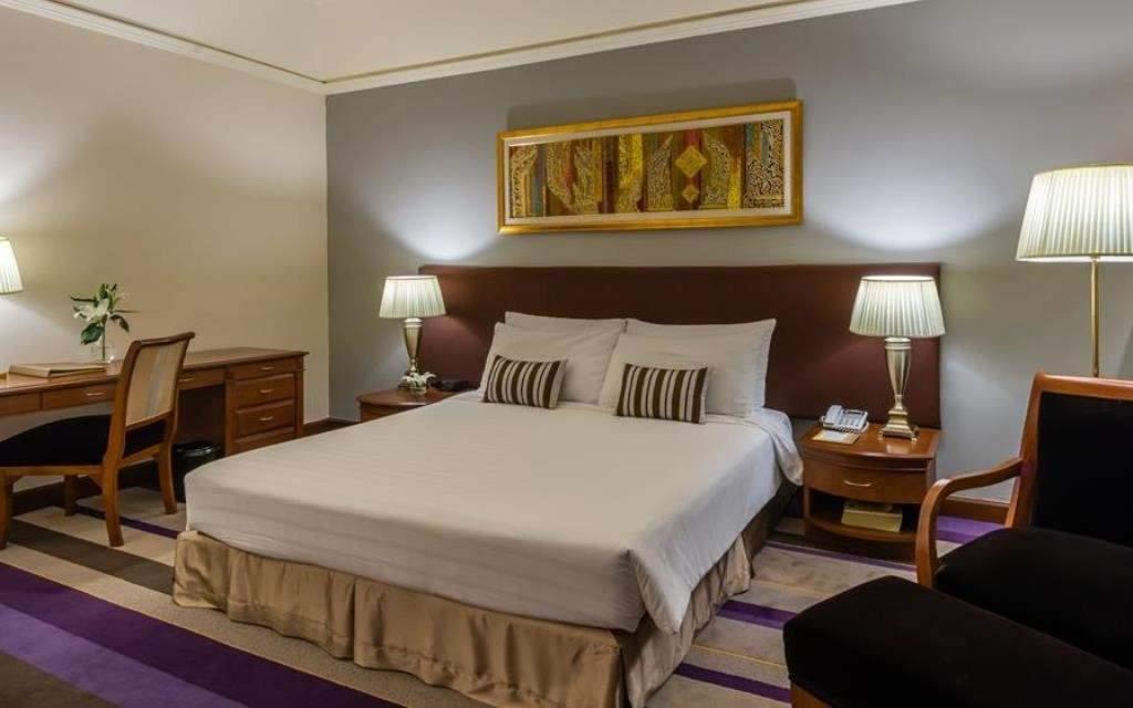 Chatrium Hotel Royal Lake Yangon Deluxe Room City View