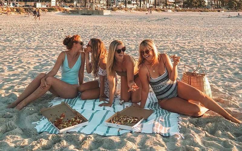 group female traveller