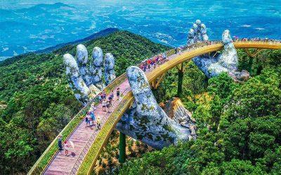 Ponte Dourada com mãos gigantes e Ba Na Hills em Da Nang com guia em português