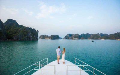 Excursões de cruzeiros na Baía de Halong em um cruzeiro guiado em português a partir do Halong International Cruise Terminal (Porto Cai Lan).