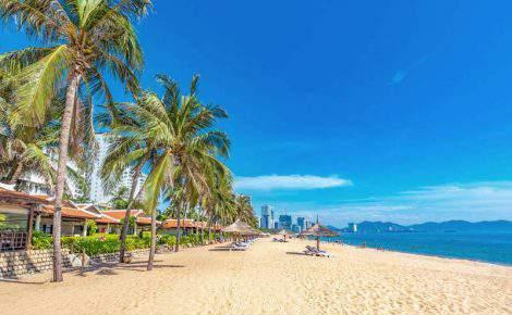 Excelencia de Vietnam y la playa de Nha Trang.